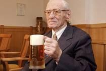 DEJ BŮH ŠTĚSTÍ, PANE STARÝ! Jaromír Franzl, který vtiskl Radegastu charakteristickou chuť, patří mezi největší osobnosti českého pivovarnictví.