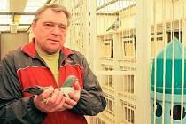 Příští týden zahajuje Vítězslav Mácha závodní sezonu. Už ne na žíněnce, ale s holuby.
