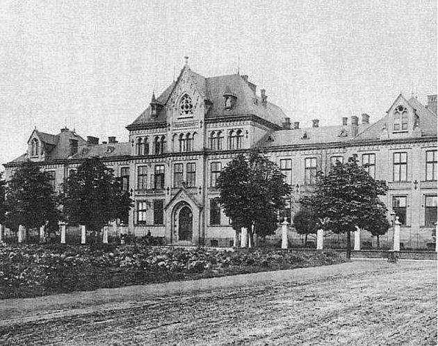 Na začátku roku 1898byla vMoravské Ostravě, včásti zvané Fifejdy, postavena nová Městská nemocnice. Slouží tedy veřejnosti již 120let.