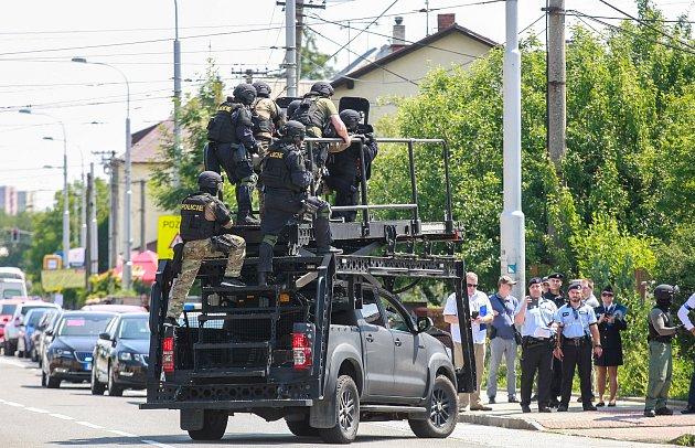 Policie vOstravě postřelila muže, který hrozil odpálením bomby.