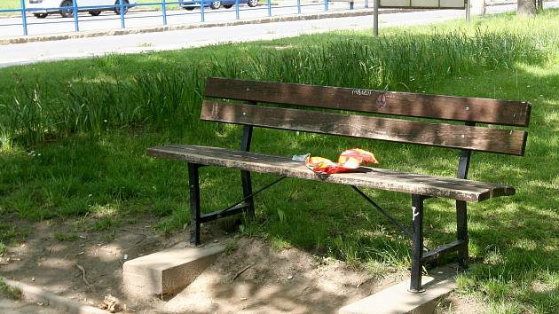 Prokletá lavička v Ostravě-Porubě.