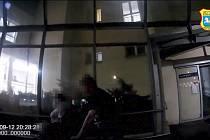 V péči ostravského zařízení Českobratrské církve evangelické Náruč skončil dvouletý hošík, kterého hlídala bývalá manželka jeho otce se svým partnerem. Problém byl v tom, že dvojice měla v sobě přes dvě promile alkoholu.