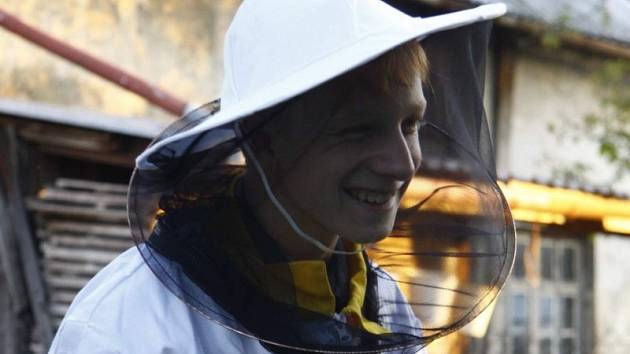 Včelař Jakub Konečný.