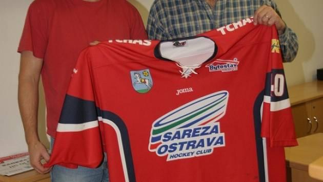 Kouč HC Sareza Ostrava Jan Vavrečka (vlevo) a generální manažer Petr Fabián se shodli, že jejich mužstvo je silné a je schopno prokousat se do play–off.