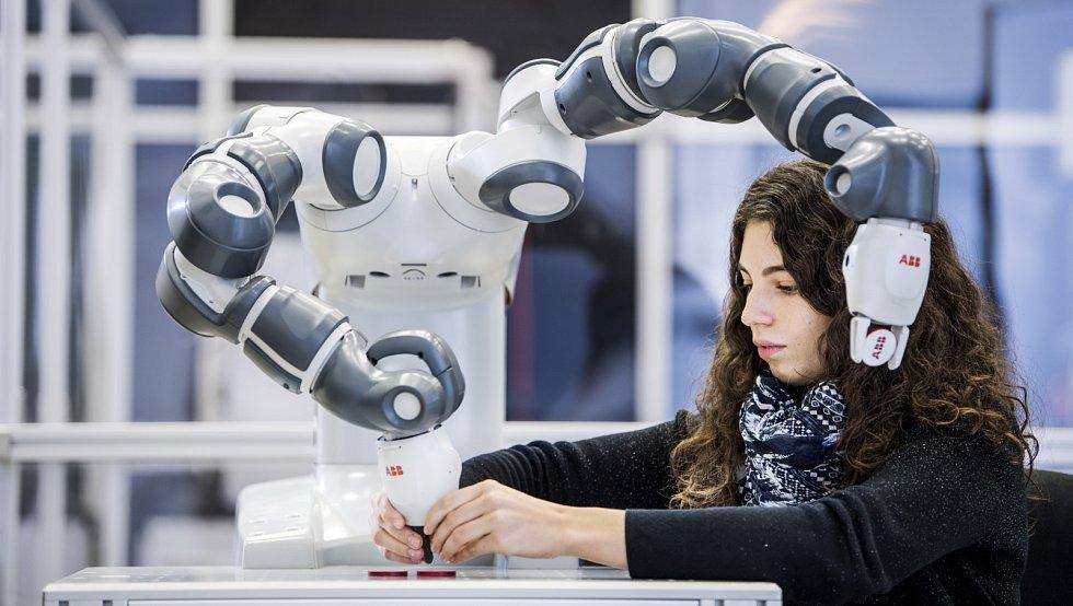Kolaborativní robot Yumi.