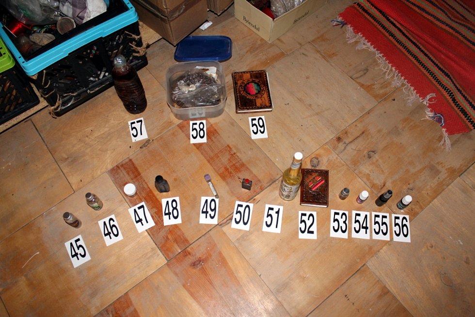 Celníci zajistili věci, které se používaly při rituálech.