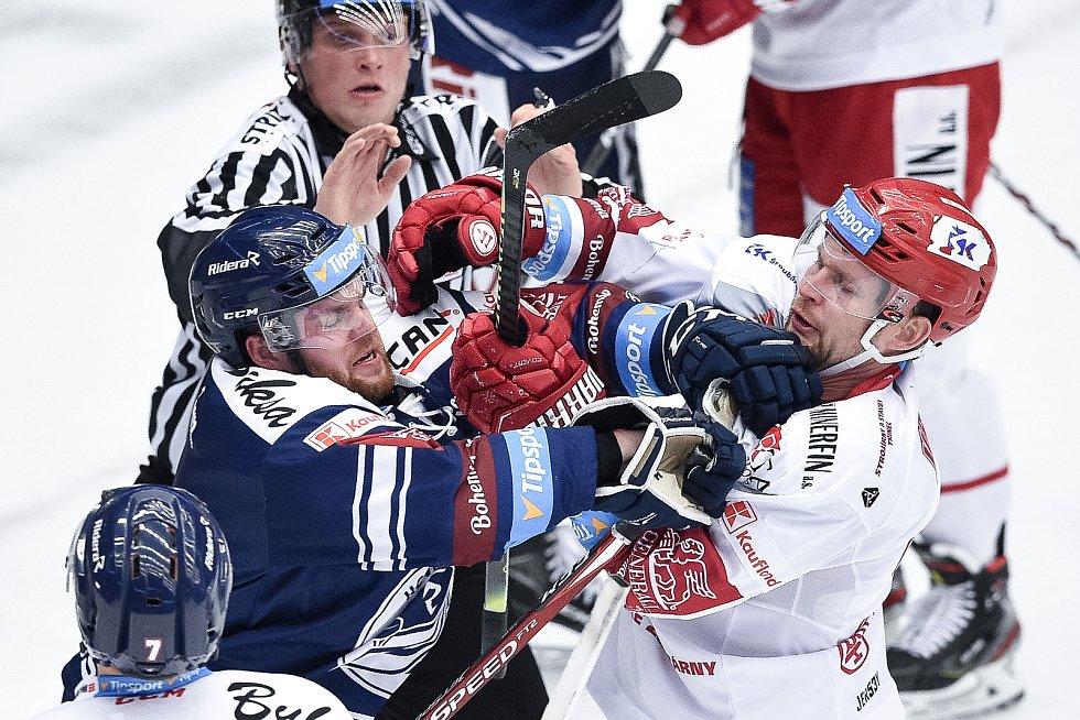 Utkání 20. kola hokejové extraligy: HC Oceláři Třinec - HC Vítkovice Ridera, 21. listopadu 2019 v Třinci. Na snímku (zleva) Petr Šidlík a Petr Vrána.