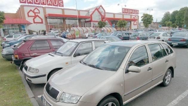 Přes den je v centru Ostravy nejsnazší zaparkovat u některého z blízkých hypermarketů.