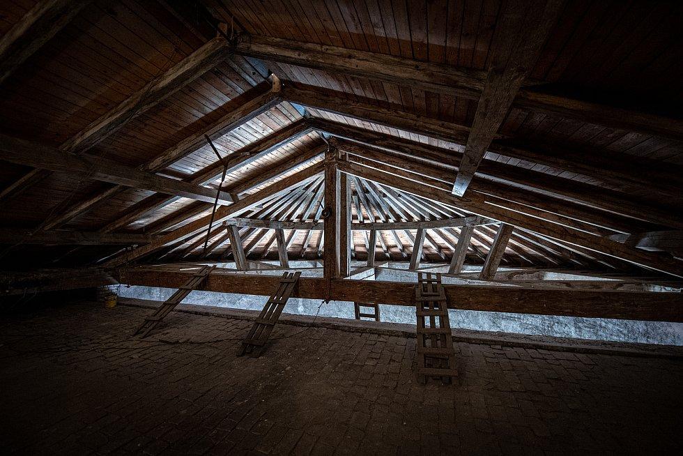 Stropní část Katedrály Božského Spasitele, březen 2021 v Ostravě.