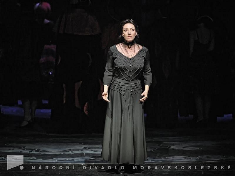 Katarína Hasprová jako paní Danversová v muzikálu Rebecca.