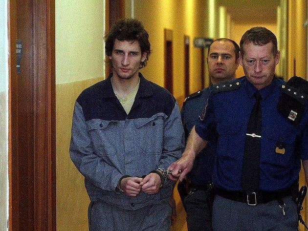 Dvaadvacetiletý Michal Parai z Karviné byl za útok na desetiletou dívku definitivně odsouzen k sedmnácti rokům vězení.
