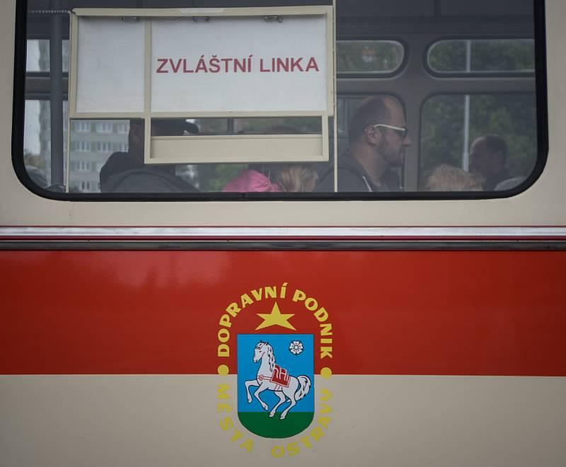 Snímek z archivu Deníku k DPO. Projížďky historickými vozidly. Ilustrační foto.