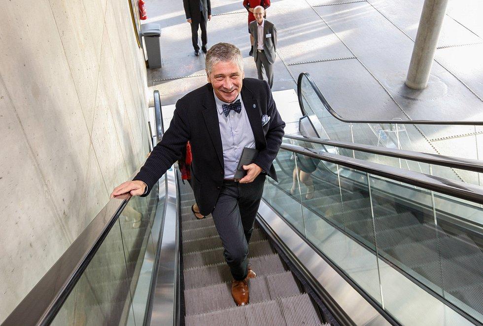 Hejtman Ivo Vondrákem v multifunkční hale Gong.