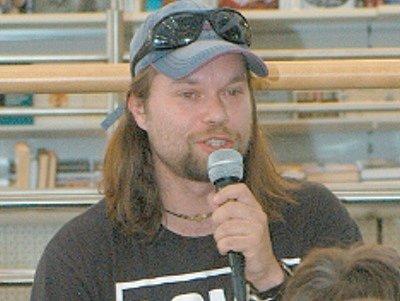 Richard Krajčo při předčítání v Librexu