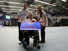 Vozíčkářka Nikol se díky Nadaci Agel v ostravské ČEZ Aréně na Davis Cupu setkala se svým idolem tenistou Radkem Štěpánkem.