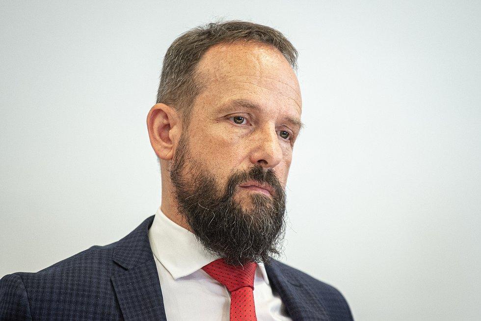Prodej (podpis smlouvy) EKOVA ELECTRIC a.s. společnosti Škoda Transportation a.s., 7. července 2020 v Ostravě. Tomáš Macura primátor Ostravy.