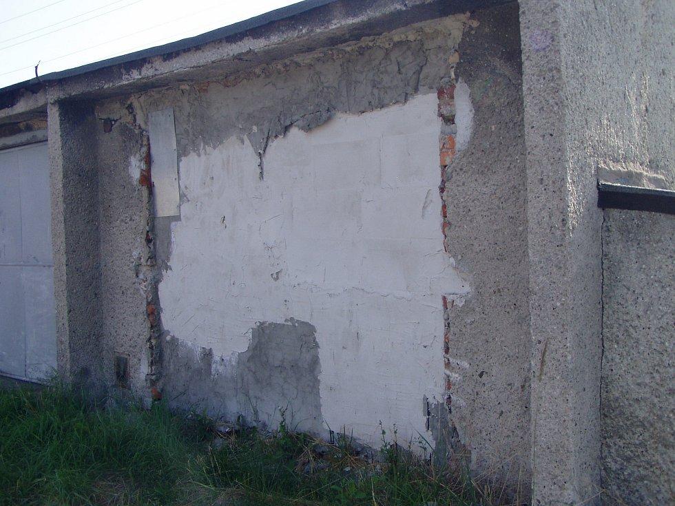Tajemná zazděná garáž působí na zloděje jako magnet.