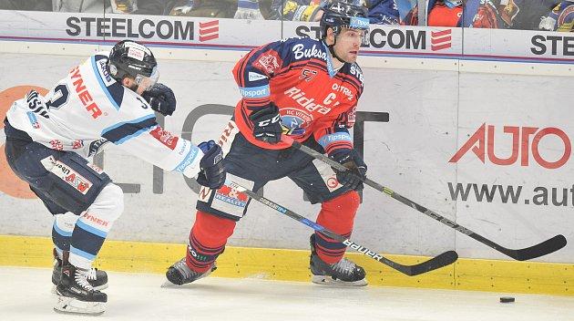 Utkání 52. kola hokejové extraligy: HC Vítkovice Ridera - HC HC Bílí Tygři Liberec, 4. března 2018 v Ostravě. (vlevo) Jánošík Adam a Olesz Rostislav.