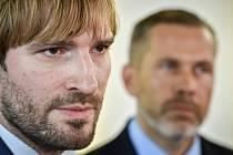 Ministr zdravotnictví Adam Vojtěch a Evžen Machytka (vpravo).