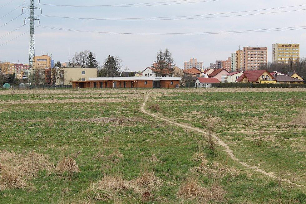 Pole mezi Svinovem a Porubou připravené k zástavbě.