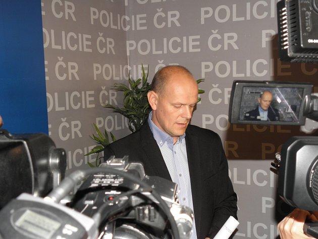 Ozadržení pětičlenného gangu informoval na tiskové konferenci náměstek moravskoslezského ředitele pro službu kriminální policie a vyšetřování Radim Wita.