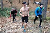 Společnost na trati dělali Stanislavu Kováčekovi kamarádi z maratonské a ultramaratonské komunity.
