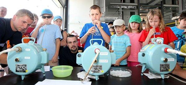 Příměstský tábor, kde si děti mohli vyzkoušet nejrůznější pokusy jako vlaboratoři.