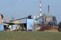 V nedalekém polském regionu funguje několik dolů a také koksovna, na niž se nabízí výhled například z jedné ze čtvrtí s rodinnými domky.
