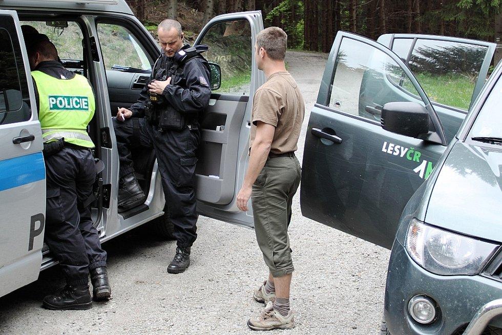 Snímky z policejní akce v Beskydech.