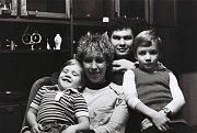 František Černík s manželkou Ilonou, synem Michalem a dcerou Andreou v době, kdy patřil k oporám reprezentace.