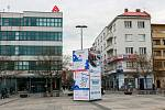 """KOREJSKÁ VESNIČKA už """"vyrůstá"""" na Masarykově náměstí v centru města."""