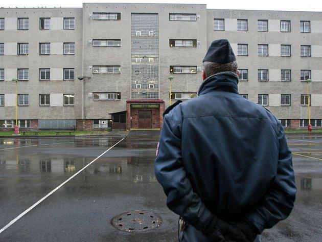 Ve výrobní zóně věznice je několik pracovišť. Odsouzení zde provádějí práce pro soukromé firmy nebo přímo pro věznici.