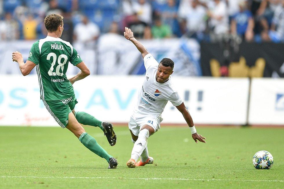 Utkání 5. kola první fotbalové ligy: FC Baník Ostrava - Bohemians 1905 , 10. srpna 2019 v Ostravě. Na snímku (zleva) Lukáš Hůlka a Dyjan Carlos De Azevedo.