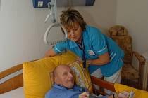 Řada nemocnic v kraji si stěžuje, že jim chybějí zdravotní sestry. Zatím mnohde vypomáhají Slovenky.