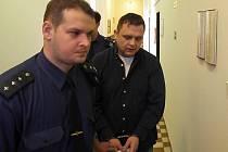 Robert Pešat je obžalován z brutální vraždy své družky. Hrozí mu až dvacet let vězení.