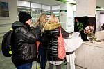 Den třetí po střelbě ve Fakultní nemocnici Ostrava (FNO), 12. prosince 2019 v Ostravě. Na snímku kondolenční kniha.