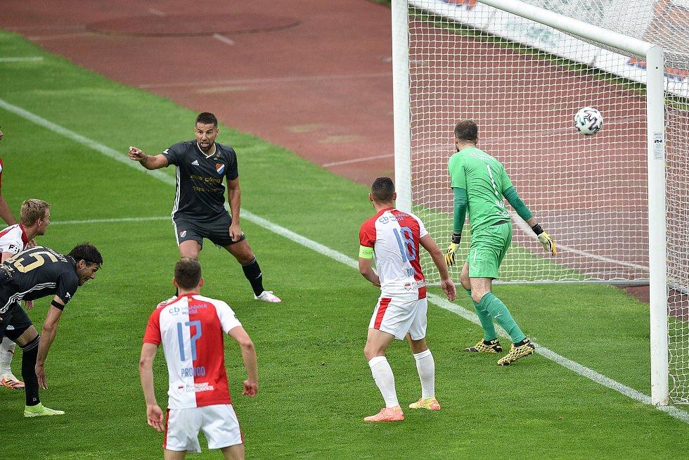 Utkání 29. kola první fotbalové ligy: FC Baník Ostrava - SK Slavia Praha, 10. června 2020 v Ostravě. Gól na 2:2 (vlevo) Patrizio Stronati z Ostravy.