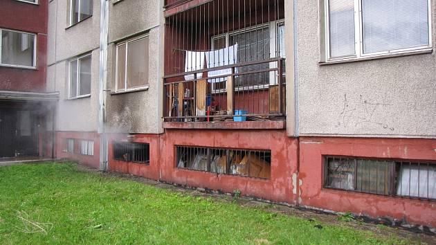 Požár sklepních boxů v Ostravě-Dubině.