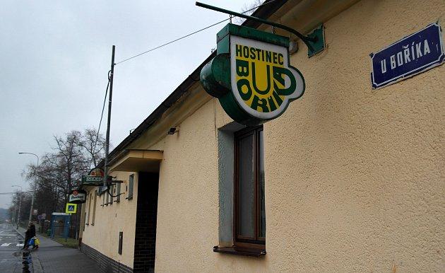 Bořík, hostinec, jenž dal jméno izdejší ulici – kde dříve vedl hlavní tah zOpavska na Ostravu – skončil svůj provoz po 116letech, podle neověřených zpráv byl vexekuci.
