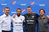 Zleva výkonný ředitel Baníku Ostrava Michal Bělák, Milan Baroš, Jan Laštůvka a sportovní ředitel Baníku Ostrava Marek Jankulovski.
