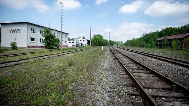 V těchto místech, nedaleko spodního parkoviště, by měla vzniknout nová vlaková zastávka pro přepravu návštěvníků do ostravské zoo.