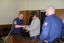 SOUD rozhodl o tom, že Radim V. může být stíhán za loupeže z let 2012 a 2013.