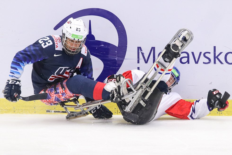 Mistrovství světa v para hokeji 2019, 3. května 2019 v Ostravě. Na snímku (zleva) Roman Rico (USA), Kubes Pavel (CZE).