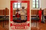 Osobnosti českých dějin jsou k vidění v Domě farnosti (bývalém kině Zdar) ve staré Porubě v Ostravě. A to v životní velikosti.
