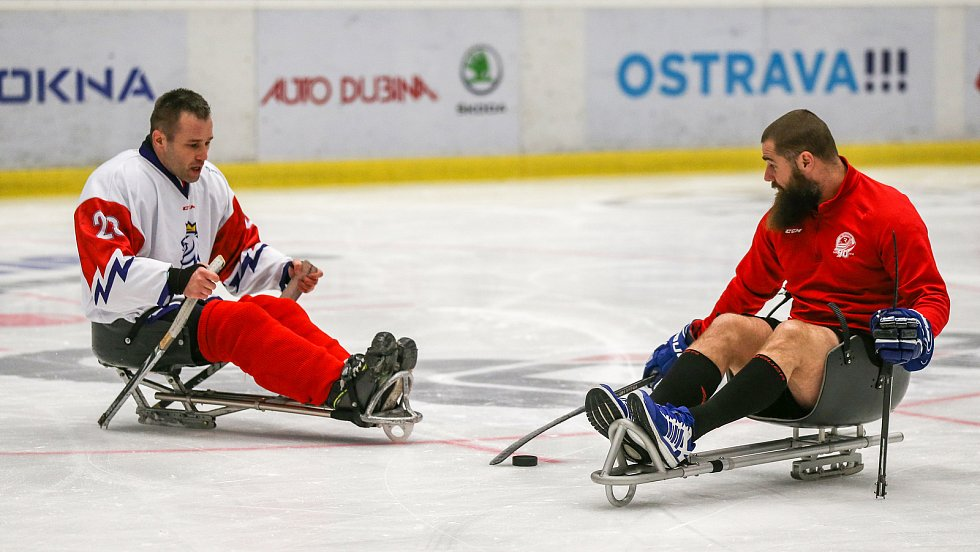 Tisková konference k Mistrovství světa v para hokeji 18. ledna 2019 v Ostravě. Na snímku para hokejista Frolík a Jan Výtisk z Vítkovic.