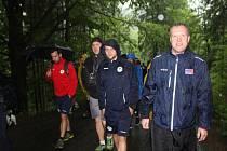 Ani déšť fanoušky Vítkovic neodradil při výšlapu na Pustevny s týmem.