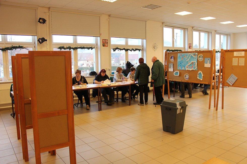 Volit prezidenta mohli lidé také v palkovické škole.