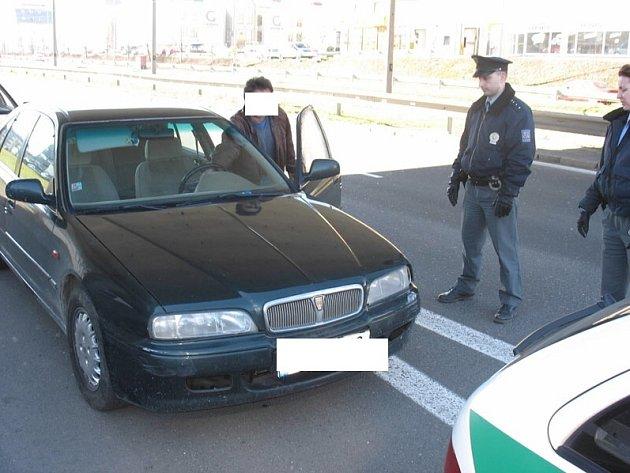 Na počátku března zadržela policejní hlídka muže, který řidil auto pod vlivem drog.