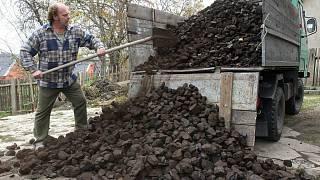 Jako palivo jsou definovány hnědé uhlí, černé uhlí, koks a antracit.