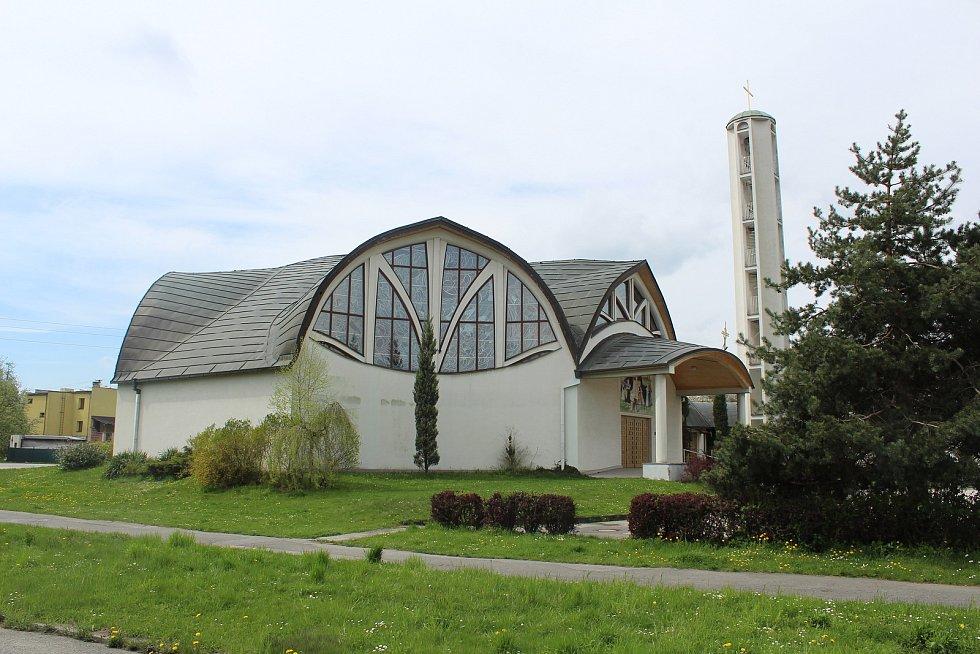 Kostel v Pustkovci.